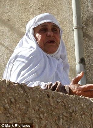 Traerlo de vuelta: la madre de Aisha Qatada Othman dijo que su hijo se le permitió regresar a Jordania