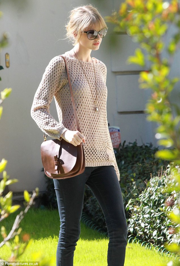 Taylor Swift Sports Thinning Hair Daily Mail Online