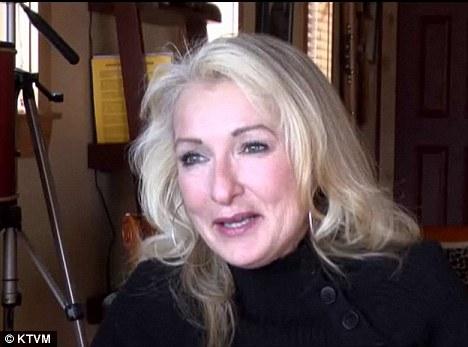 Se necesita ayuda: El actual alcalde, Barbara Walker, ha logrado que toma el papel de recolector de basura, el sheriff, y una temporada en el control de animales al tratar de mantener el orden
