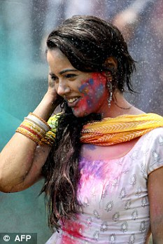 How To Protect Your Skin And Hair During Holi Daily Mail