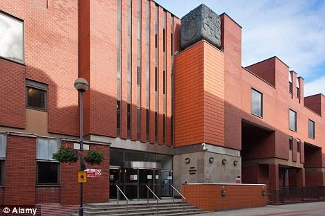 Impactante: El dúo fueron enviados a instituciones para delincuentes juveniles durante 28 meses después de la audiencia en la Leeds Crown Court, en la foto