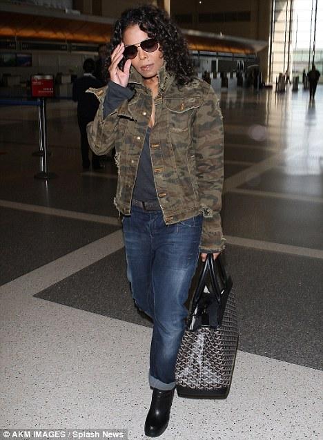 Tomando voo: Janet foi visto no aeroporto LAX em Los Angeles no final do mês passado