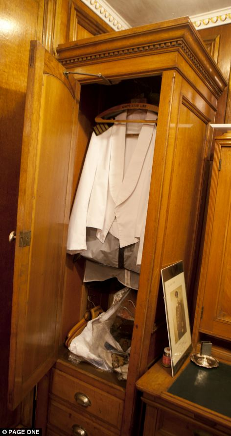 Titanic cabin is made by man in his garden shed  Daily Mail Online