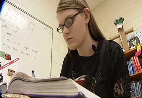 Membuatnya: Pada 18-tahun-tahun, Dawn Loggins katanya akhirnya berhasil setelah diterima ke Universitas Harvard meskipun dibesarkan di rumah penggunaan narkoba dan kemudian ditinggalkan oleh keluarga