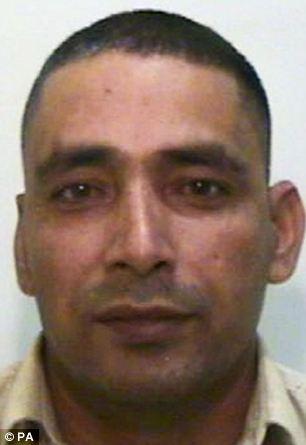 Cortesía sin fecha emitido por la Policía de Manchester de Gran Adil Khan, de 42 años, que ha sido declarado culpable de conspiración y tráfico con fines de explotación sexual
