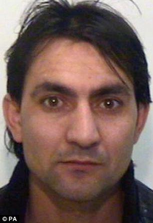Cortesía sin fecha emitido por la Policía de Manchester Mayor de Hamid Safi, de 22 años, que ha sido declarado culpable de conspiración y tráfico de