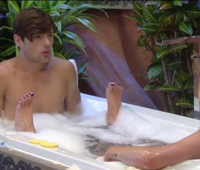 Getting To Know You Ashleigh Joins Arron In The Bath In The Big Brother House