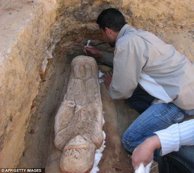 http://asalasah.blogspot.com/2013/09/obat-kuno-ini-terbuat-dari-tubuh-manusia.html