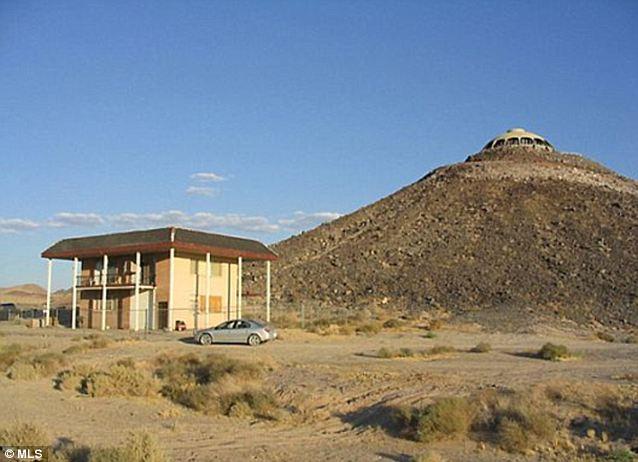 Sólo en caso de: Una casa de huéspedes de menor escala se encuentra en la parte inferior de la colina