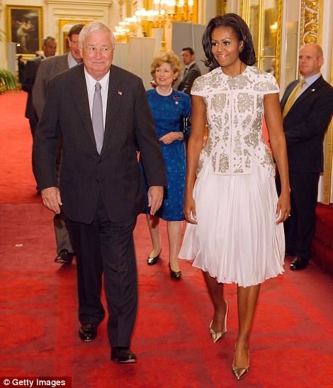 First Lady Michelle Obama and US Ambassador Louis Susman attend a reception at Buckingham Palace for Heads of State and Government
