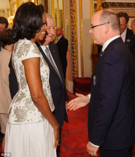 US First Lady Michelle Obama speaks to Prince Albert of Monaco