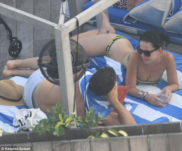 Katy Perry Parades Her Curves In A Bikini Amid Rumours Of