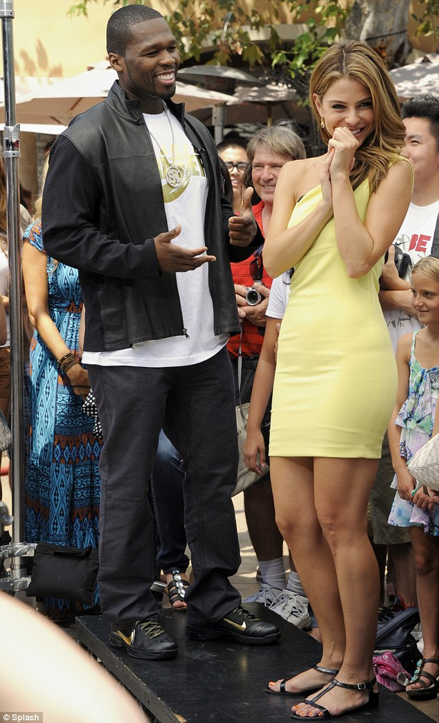 50 Cent Dances With Extra Host Maria Menounos On The Red