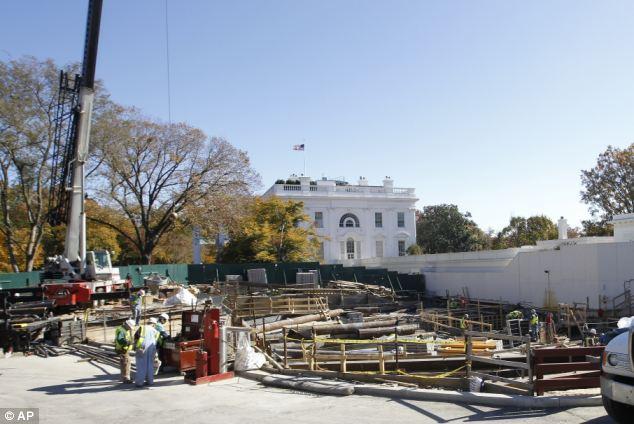 La construcción de obra: La tierra delante del Ala Oeste es excavado durante la construcción en noviembre de 2011