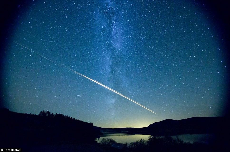 Tom Heaton, de 28 años, era mirar las estrellas con su novia por primera vez cuando vieron el meteorito en Galloway Forest Park en Escocia
