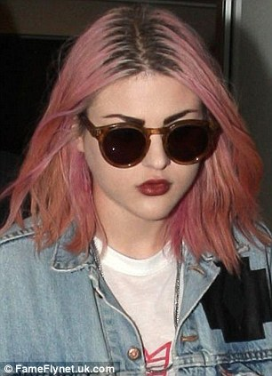 Frances Bean Cobain Goes For Grunge With Pink Hair Daily
