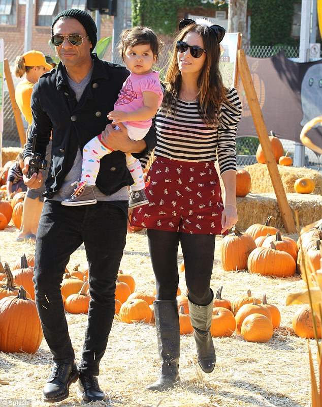 Gwen Steffani takes her sons to a pumpkin patch with