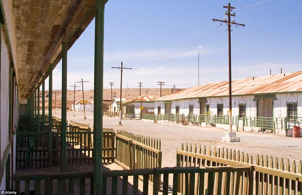 Pueblo fantasma: Fundada en 1862, Humberstone en el norte de Chile fue el epicentro de salitre o nitrato de sodio, la minería.  Pero en 1959 sus plantas y su fuerza de trabajo se habían ido