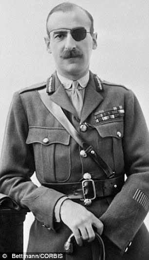 El teniente general Adrian Carton De Wiart fue baleado y herido ocho veces en una carrera militar extraordinaria