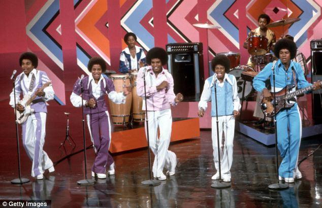 Golden Boy: Ficou claro no início de sua carreira que Michael era o de The Jackson Five (da esquerda para a direita: Tito, Marlon, Jackie, Jermaine e Michael), que tinha talento verdadeiro