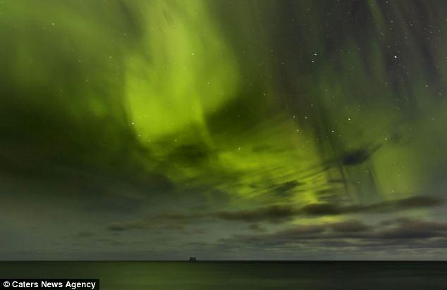 Oculta la cara: El tramo verde de la luz podría ser confundida por una invasión cósmica, ya que extrañamente se asemeja a la cara de la criatura del espacio