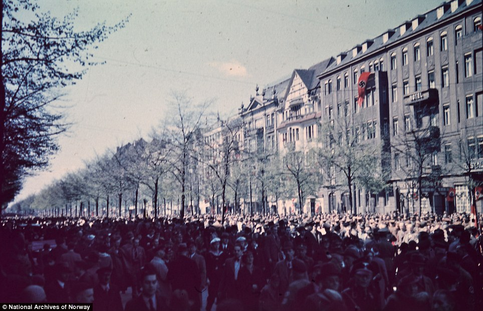 Masses: A lkarge crowd in Berlin, presumably in connection with Labour Day