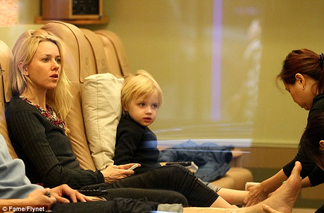 Naomi Watts gets pedicure in New Yorkand so does four