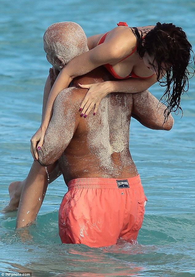 Happy holidays! Russell scoops up his girlfriend Hana Nitsche and runs into the surf with her