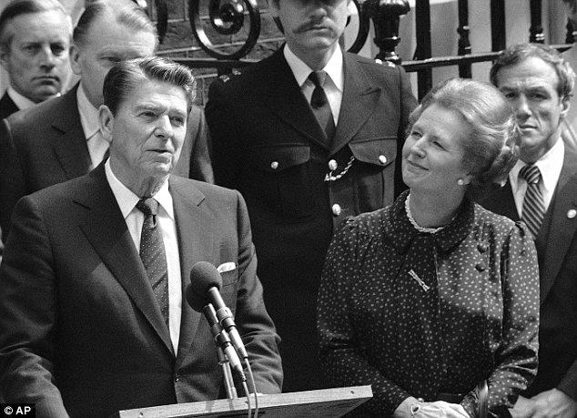 Ronald Reagan y Margaret Thatcher en el 10 de Downing Street