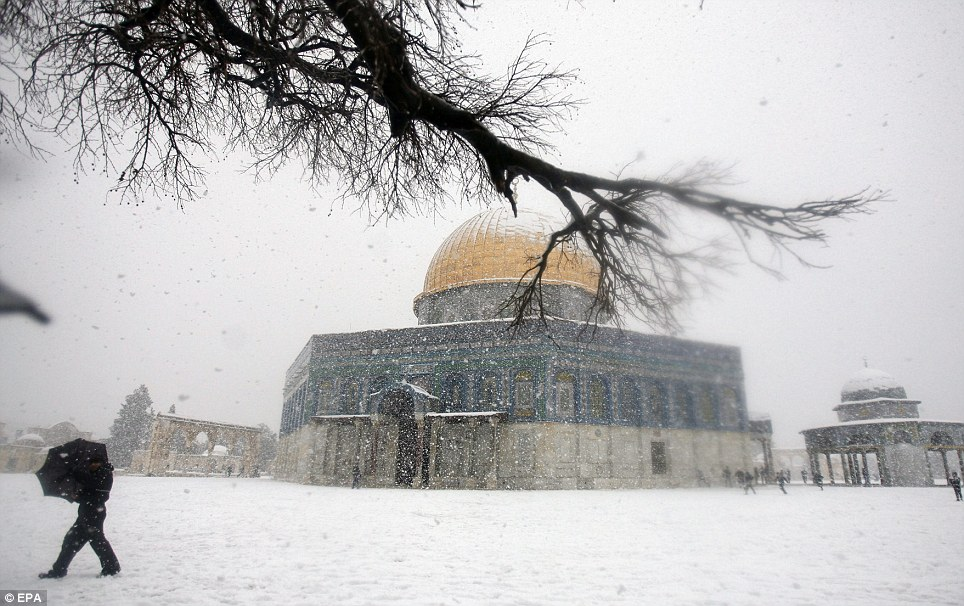Public transport has ground to halt as a result of heavy snow in Jerusalem
