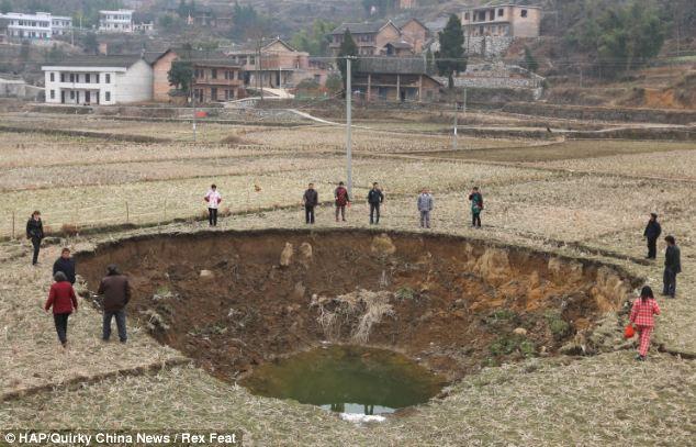 Juego de adivinanzas: Los desarrollos constantes tienen aldeanos aterrorizados izquierda de donde la próxima será