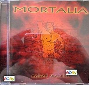 Un vendedor desnudo: Esta mujer decidió fotografiar este CD llamado guerrero desnudo por Mortalia banda de heavy metal en el desnudo