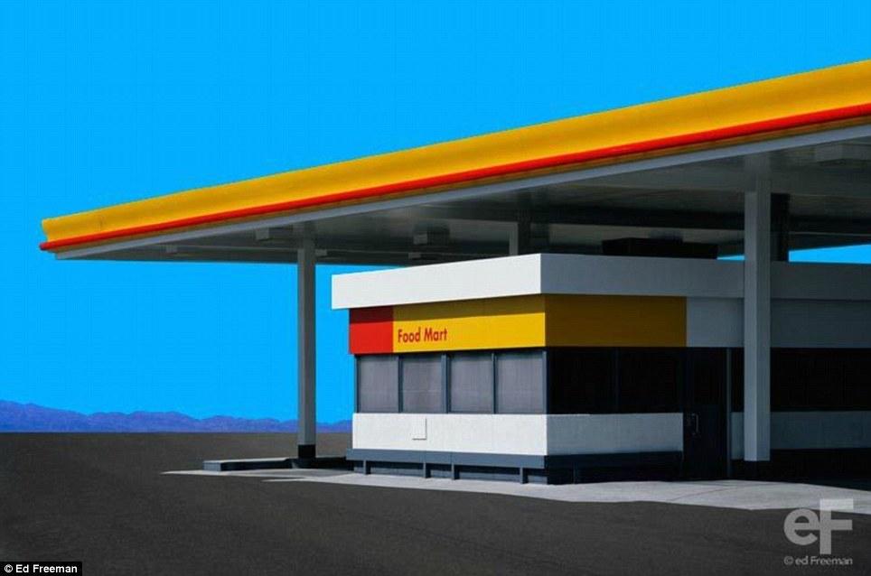 Яркий: лазурь неба за закрытыми Food Mart продуктовый магазин в калифорнийской пустыне передает гипер-реальный интенсивности
