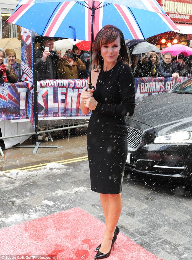 Chilly: Amanda opted to wear a dress with just one sleeve despite the snow which fell around her