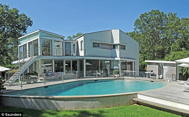 EXCLUSIVE Clintons go house hunting in Hamptons with upmarket realtor  who have even got a