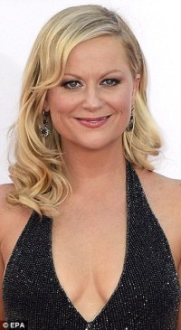 Amy Poehler goes for the natural look as she touches down ...