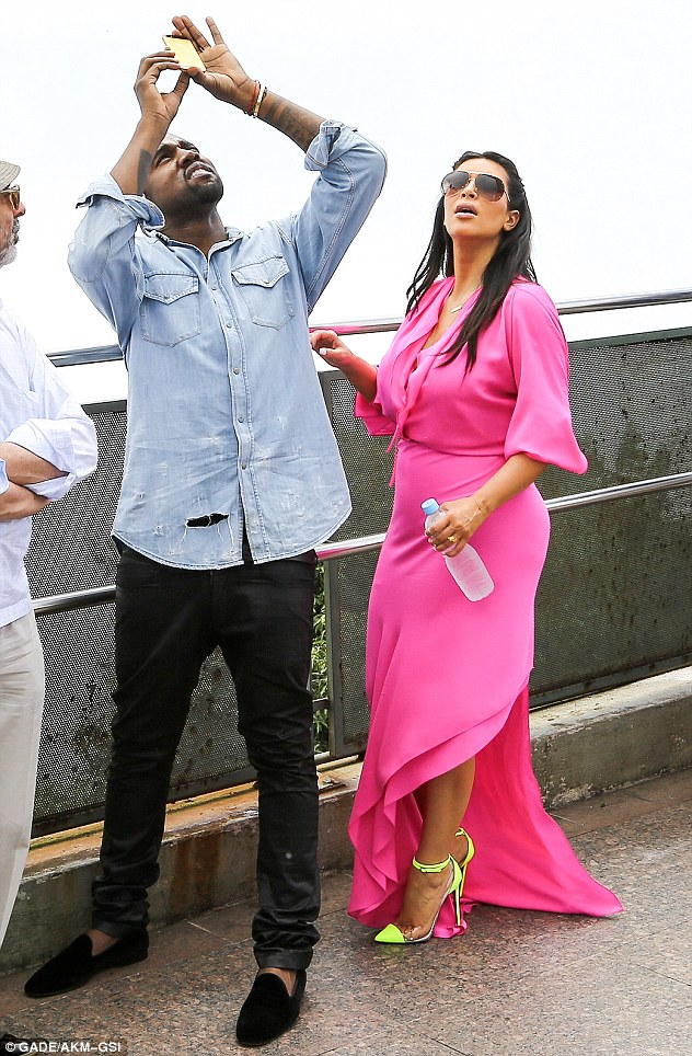 Look at that! Kanye made sure to take lots of photographs of the famous statue