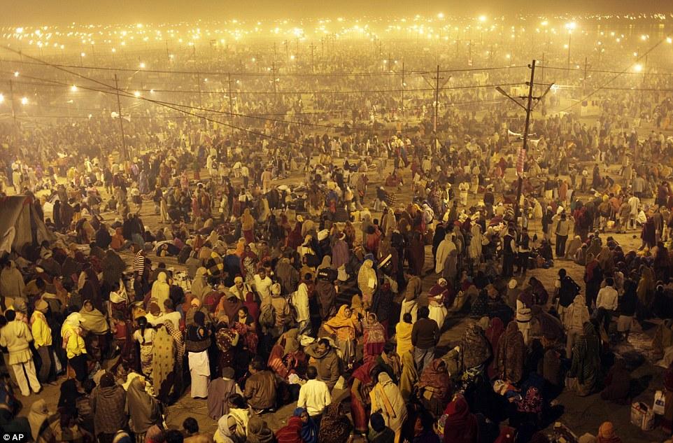 Место встречи: Миллионы преданных индуистской приходят купаться на фестивале Маха Кумбха