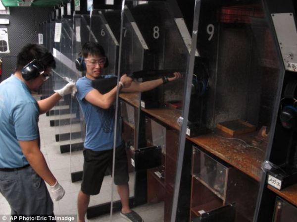 From M16 assault rifles to a 44 magnum Gunloving