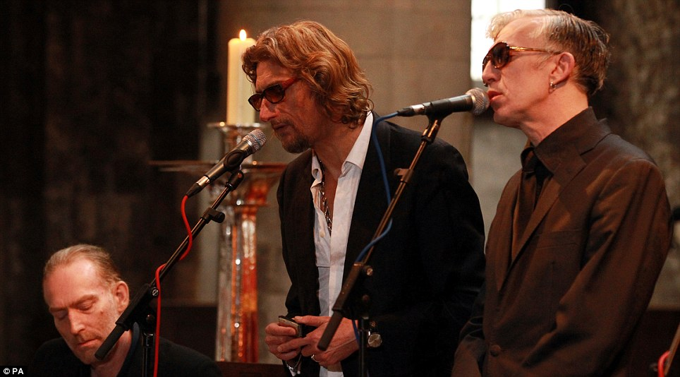 Nick Reynolds performs with his band Alabama 3 during his father's funeral