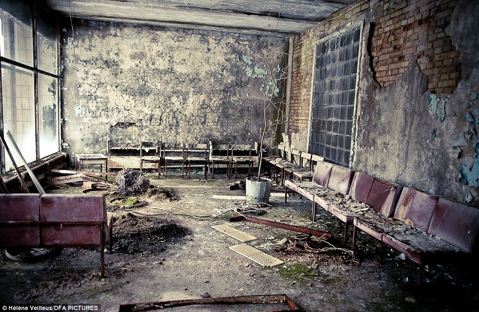 Wallpaper Falling Off Ceiling Chernobyl Nuclear Disaster Eerie Photographs By Helene