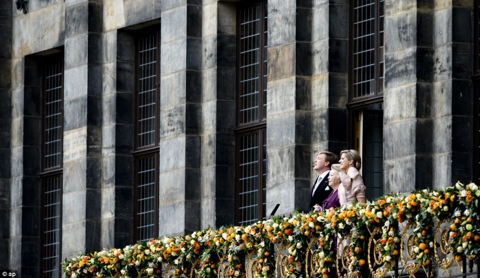 Patriotic: King Willem-Alexander, Dutch Princess Beatrix and Dutch Queen Maxima sing the national anthem on the balcony