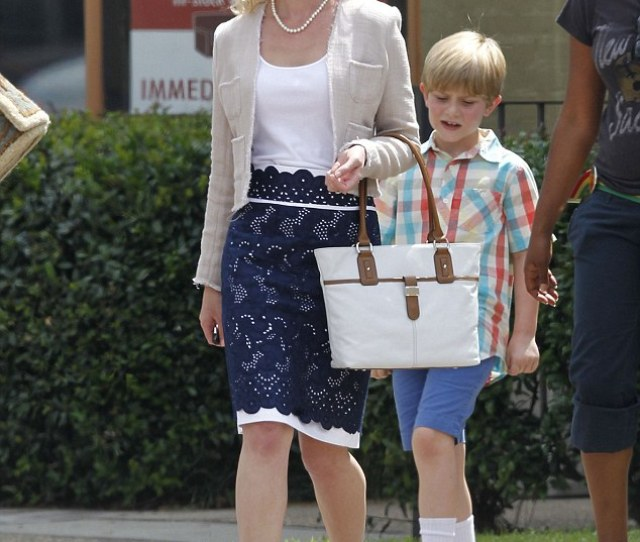 On Set Katherine Heigl Headed To A Furniture Store To Film Scenes For North Of