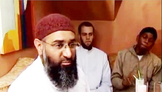 Groupe islamiste: Ibrahaim Hassan, à l'extrême droite, sur la photo avec Anjem Choudary et convertir Richard Dart