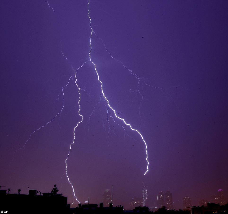 Wallpaper Falling Off Dramatic Moment Lightning Bolt Strikes One World Trade