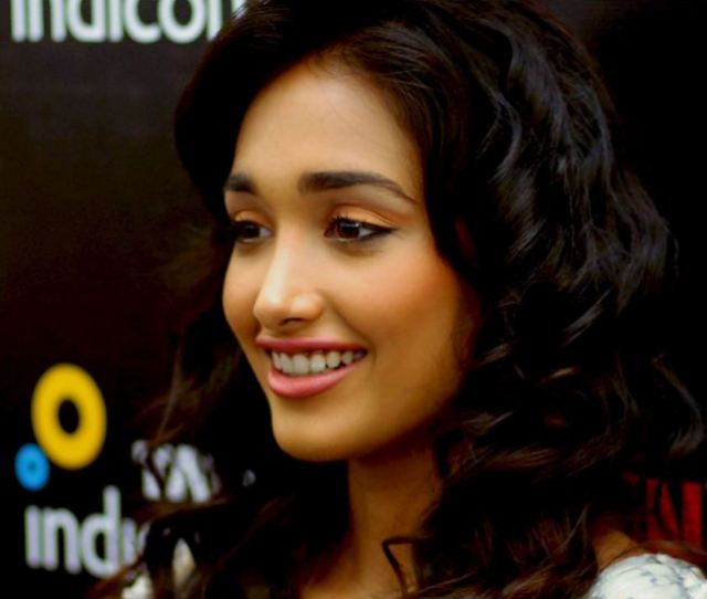 Tragic Bollywood Actress Jiah Khan Was Reportedly Found Hanged In Her Apartment By Her Mother