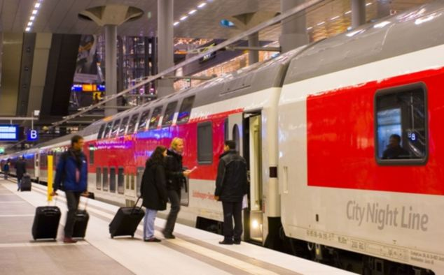 City Night Line sleeper is a joint venture between tour operators and Deutsche Bahn, combining Eurostar trains to Paris with the City Night Line service down to the Tirol