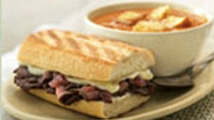 Panera Bread's steak and white cheddar on a French baguette packs 980 calories
