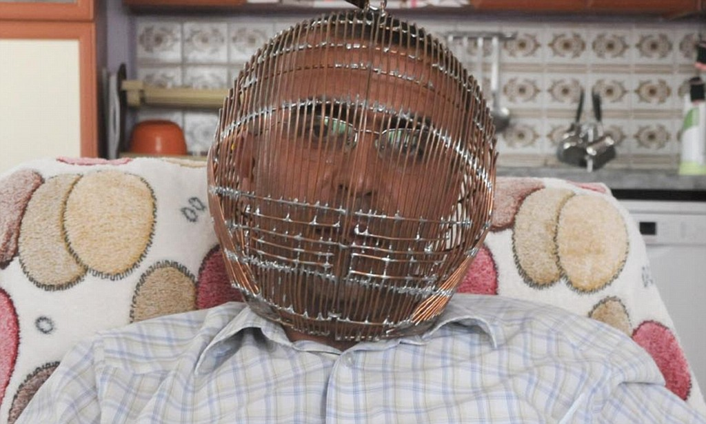 Man in Turkey wears a cage on his head to stop himself