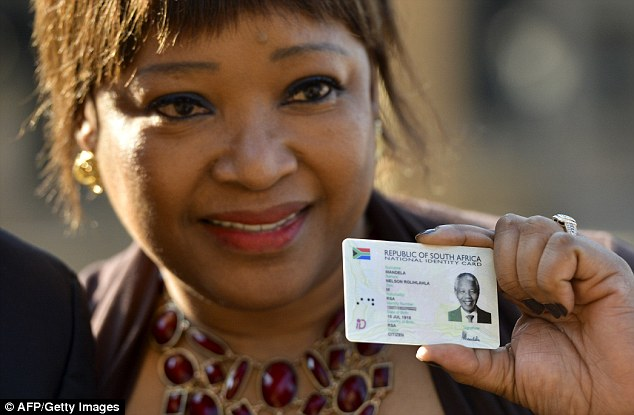 Visit: The daughter of Nelson Mandela, Zindzi Mandela, shows the Smart ID Card of the former South African president
